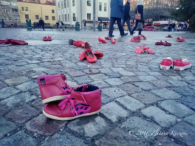 social moWEments - zapatos rojos de mujer copyright 2016 Zlatana Knezevic